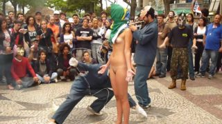 Is this performance art or is this a nude protest (or is it a bit of both?)… Performance do coletivo Teatro de Operações